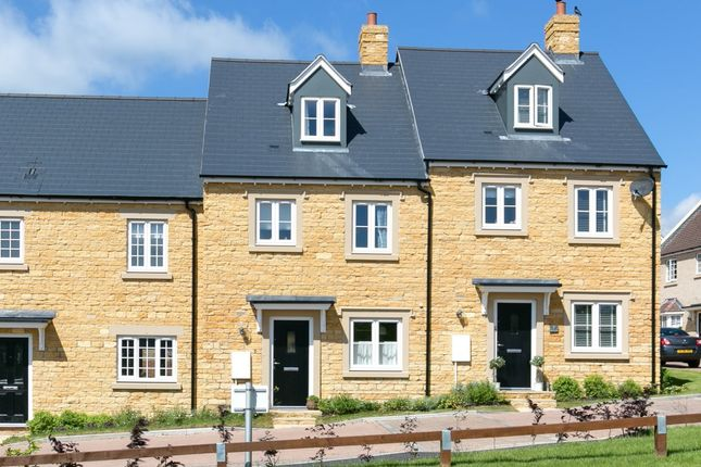 Thumbnail Terraced house to rent in Howes Lane, Chipping Norton