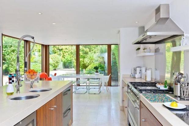 Thumbnail Property to rent in Queens Road, Weybridge