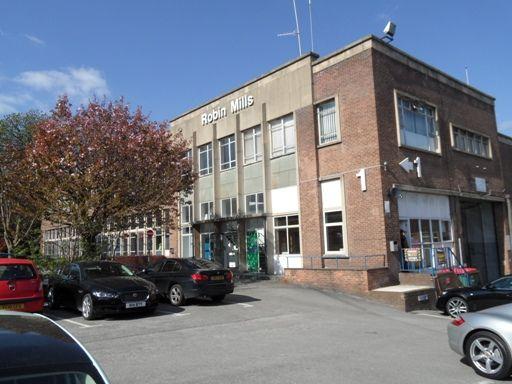 Office to let in Leeds Road, Bradford