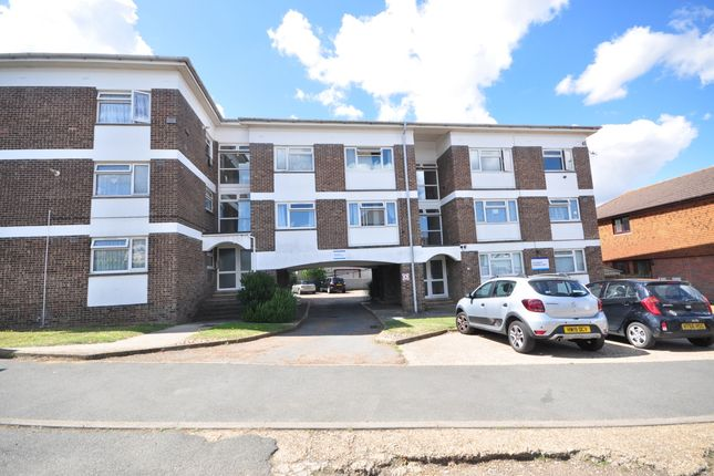 Thumbnail Flat to rent in Alresford Road, Shanklin