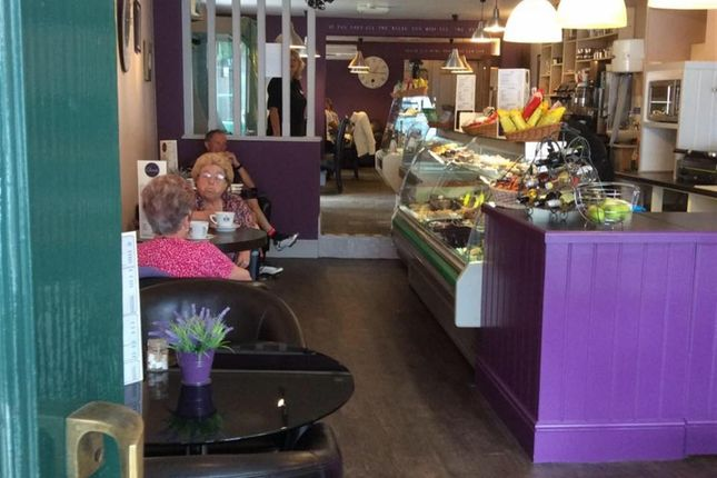 Thumbnail Restaurant/cafe for sale in Cafe & Sandwich Bars DN14, Howden, East Yorkshire