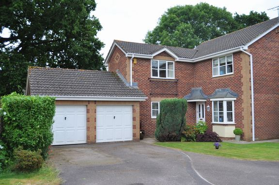 Thumbnail Detached house for sale in Victoria Close, Willand, Cullompton