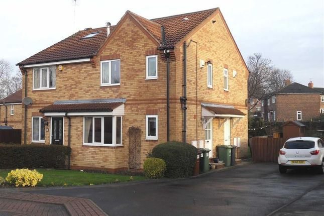 Thumbnail Town house to rent in Martin Dale Drive, Leeds, West Yorkshire