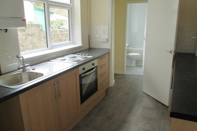 Thumbnail Town house to rent in Thistleberry Avenue, Newcastle Under Lyme, Staffordshire