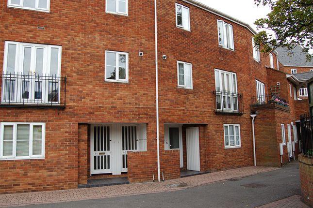 Thumbnail Maisonette for sale in Sovereign Quay, Bedford