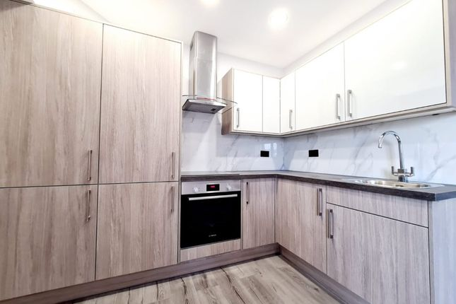 Thumbnail Flat to rent in Western Road, Gidea Park, Romford