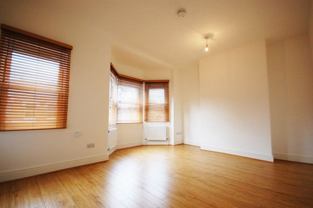 2 bed maisonette to rent in Eade Road, London
