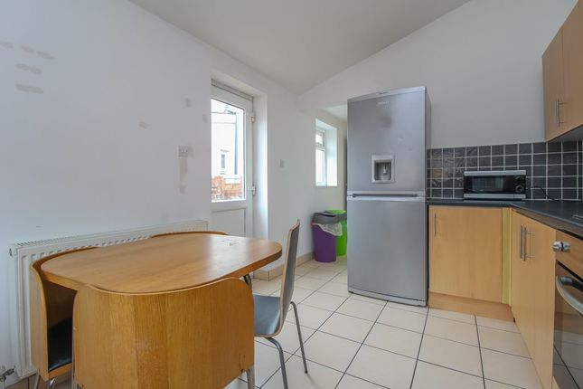 Kitchen (3) of North Road, Cathays, Cardiff CF10