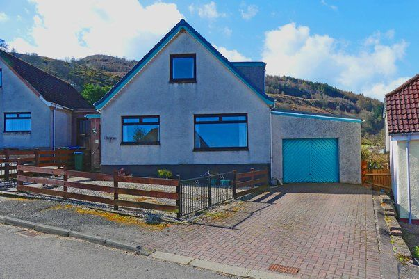 Thumbnail Detached house for sale in 48 Castlelaw Crescent, Abernethy