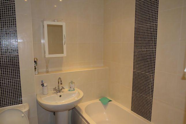 Bathroom of Nightingale Court, Hertford SG14