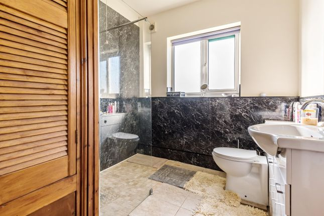 Bungalow One Shower Room