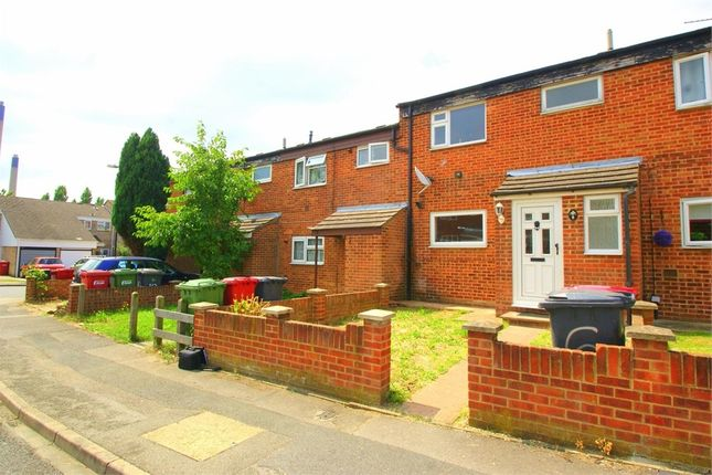 Thumbnail Terraced house to rent in Greenside, Slough, Berkshire