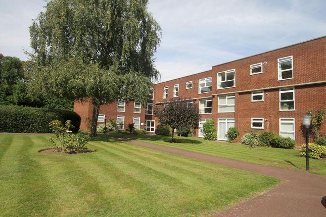 Thumbnail Flat to rent in Queens Court, Ellesmere Road, Surrey