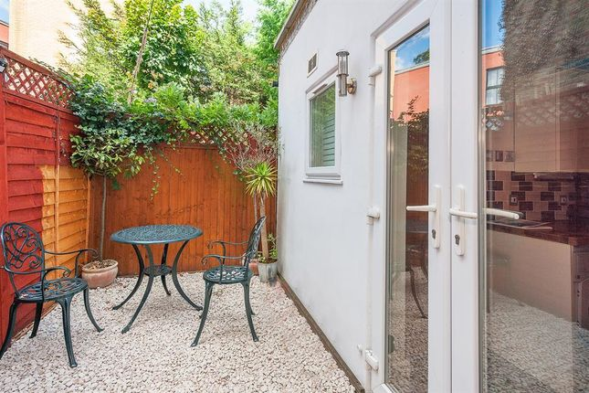 Thumbnail Flat for sale in Lowfield Road, London