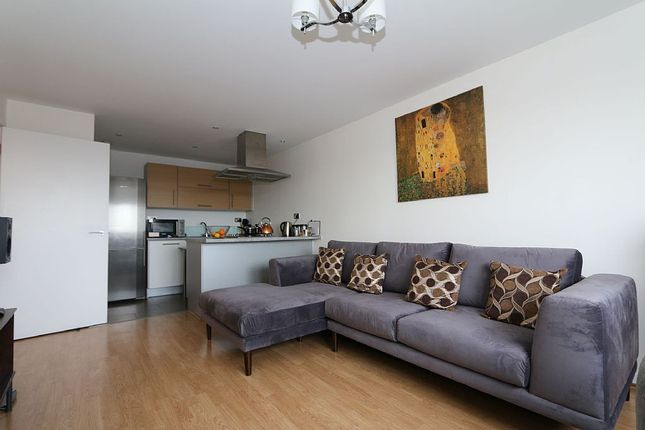 Thumbnail Flat for sale in Cosmopolitain Court, 67 Main Avenue, Enfield, London