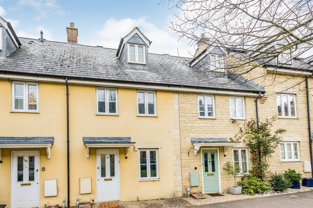 3 bed terraced house for sale in Bluebell Way, Carterton OX18