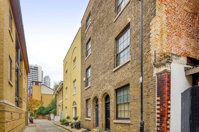 Thumbnail Property for sale in Cold Harbour, Isle Of Dogs
