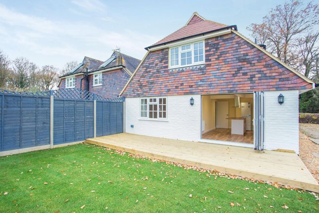 Thumbnail Semi-detached house to rent in Fletchings Common, Brewhurst Lane, Loxwood
