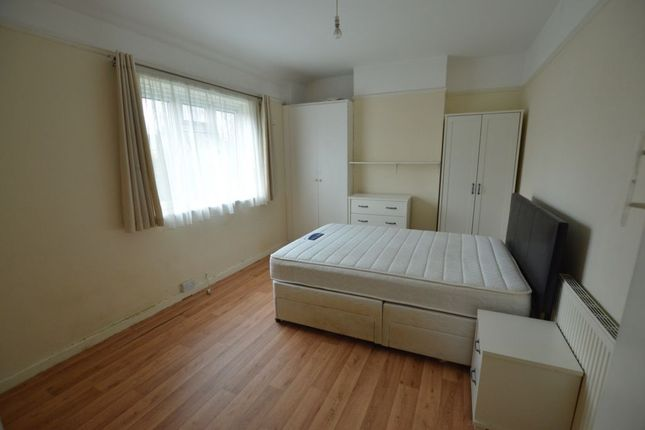 Thumbnail Terraced house to rent in The Hale, Chingford