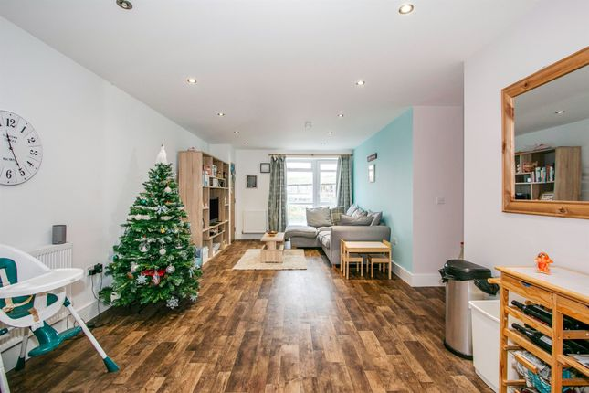 Thumbnail Flat for sale in Stabler Way, Poole