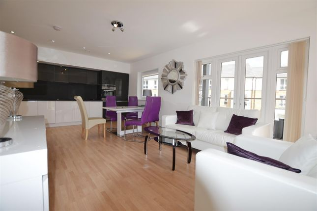 2 bed flat to rent in Evergreen Drive, West Drayton