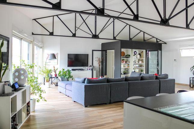 Thumbnail Villa for sale in Saint-Jean-D'angély, Charente-Maritime, Nouvelle-Aquitaine