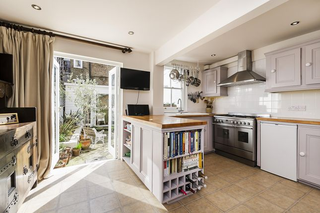 Thumbnail Terraced house to rent in Anselm Road, London