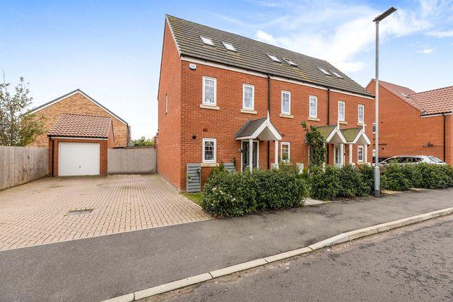 3 bed end terrace house for sale in Mayhew Road, Framlingham, Woodbridge IP13