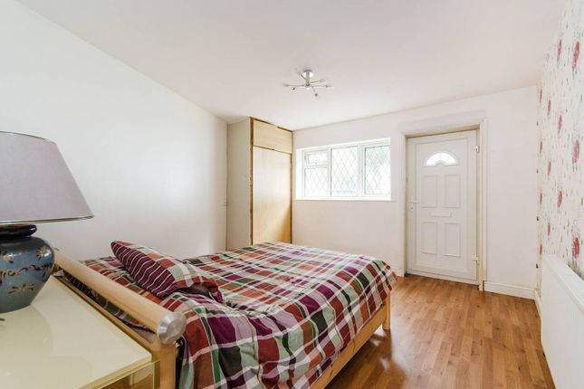 Thumbnail Studio to rent in South Close, Pinner