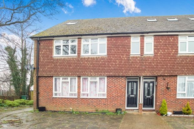 Thumbnail Semi-detached house to rent in Tattenham Way, Tadworth
