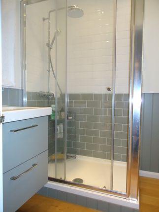 Lux - Shower Room