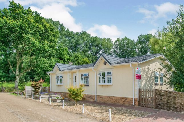 2 bed mobile/park home for sale in Lakeside, Haveringland Hall Park, Haveringland, Norwich NR10