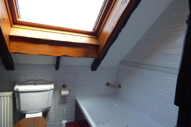 Shower Room of Broomfield Close, Sandiacre, Nottingham NG10