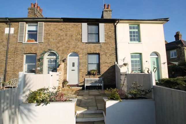 Thumbnail Cottage to rent in New Road, Leigh-On-Sea
