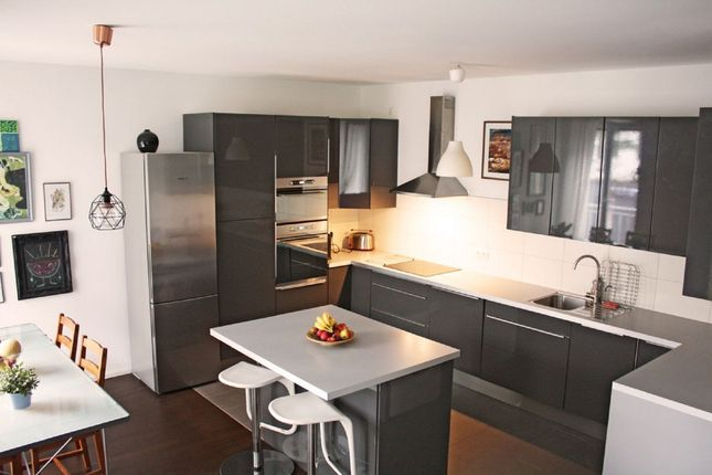 2 bed flat to rent in 1 Angel Lane, Stratford E15