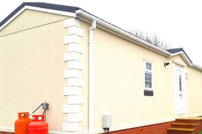 1 bed mobile/park home for sale in Willow Park, Gladstone Way, Mancot, Deeside CH5