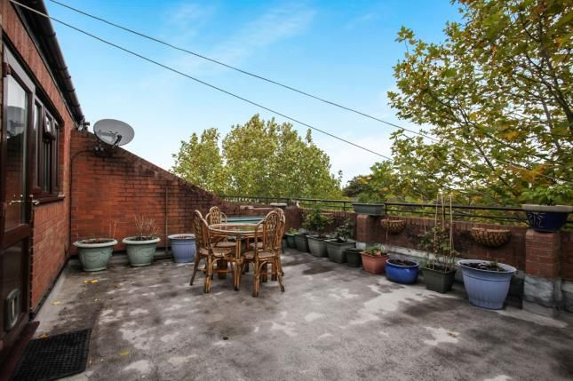 Balcony of Downlands Court, Browning Road, Luton, Bedfordshire LU4