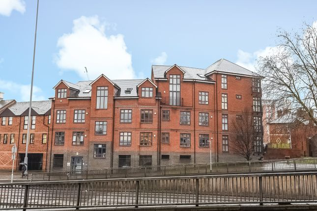 Thumbnail Flat to rent in Tanfields, Vachel Road, Reading