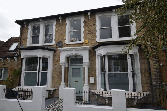 Thumbnail Flat for sale in Kenmure Road, Hackney