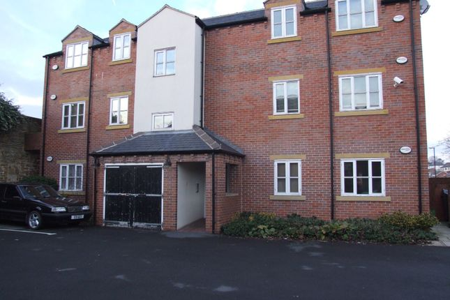 Thumbnail Flat to rent in Commercial Street, Rothwell, Leeds