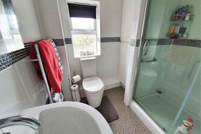 Bathroom of Little Meer Close, Leicester LE3