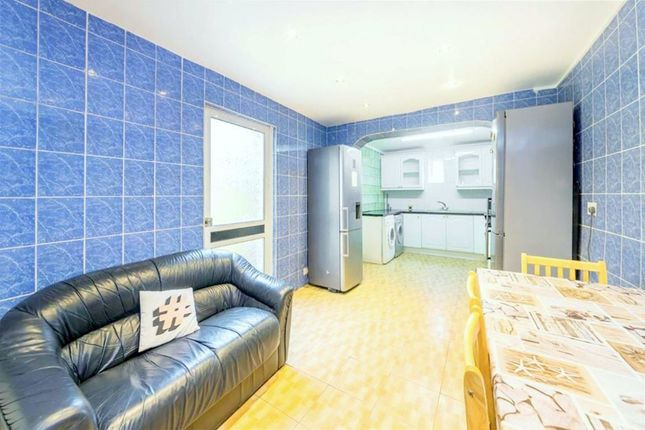 Thumbnail Terraced house to rent in Senrab Street, London