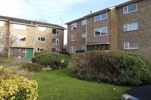 2 bed flat to rent in Burghfield Road, Reading RG30