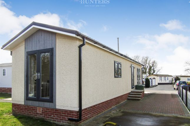 Thumbnail Mobile/park home for sale in Harpswell Hill Park, Hemswell, Gainsborough