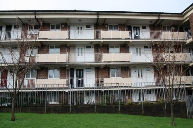 Thumbnail Flat to rent in Budshead Road, Plymouth