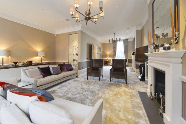 Thumbnail Property to rent in Palace Court, London