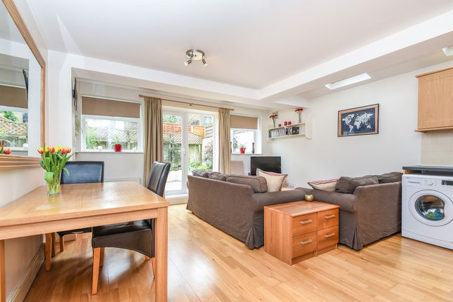 Thumbnail Flat for sale in Grantham Road, London