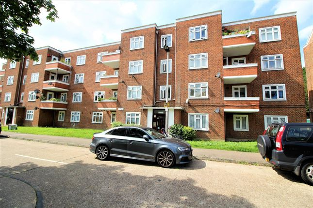 Thumbnail Flat for sale in Bradwell Close, London