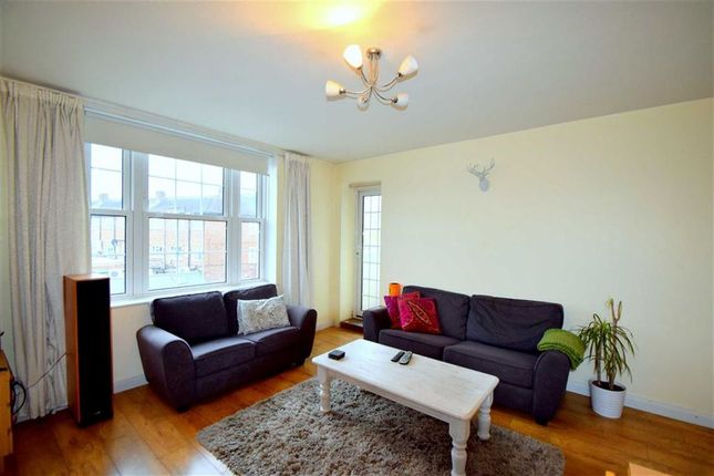 Thumbnail Flat to rent in Grand Drive, Raynes Park