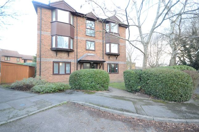 1 bed flat for sale in Swaledale Gardens, Fleet, Hampshire GU51